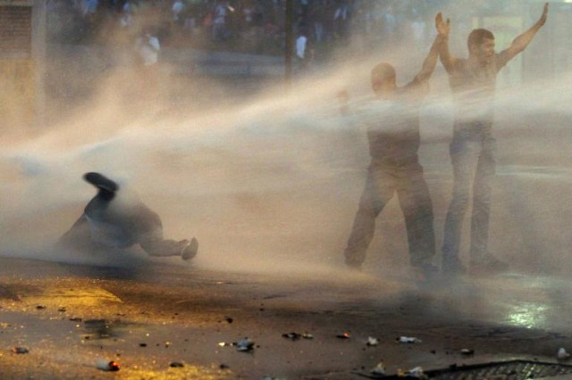 venezuela-water-cannon