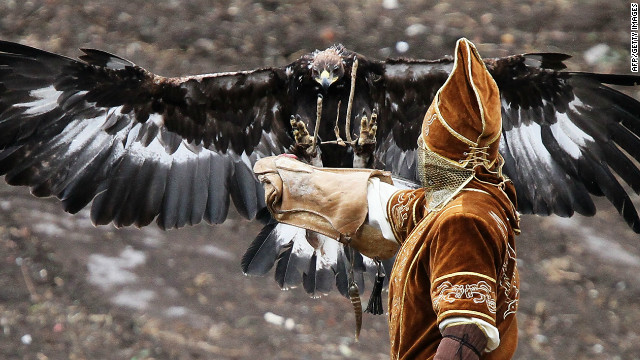 120723065121-kazakhstan-eagle-hunters-8-horizontal-gallery