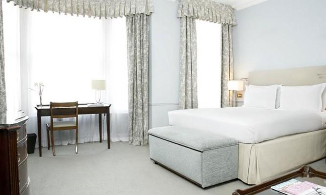 Dukes-Hotel-Bedroom2