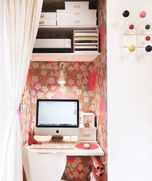 pink_wallpapered_office