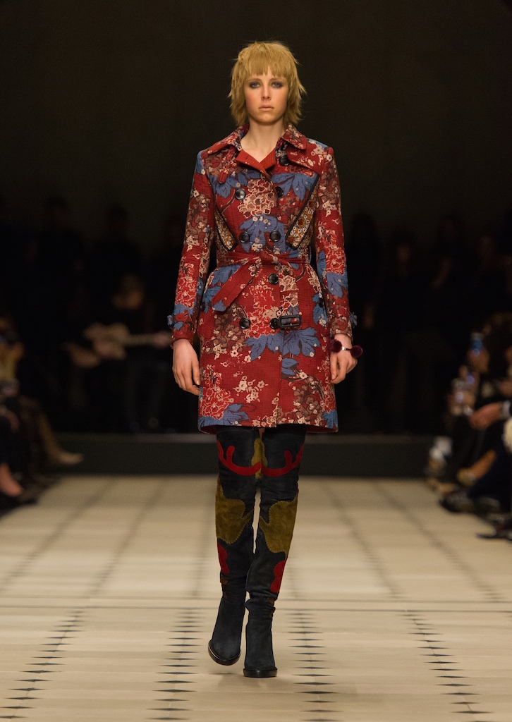 Burberry-Womenswear-Autumn_Winter-2015-Collection-Look-2