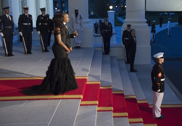 US President Barack Obama gives a thumbs-up alongside First Lady Michelle Obama as they await the arrival of Chinese President Xi Jinping and his wife, Peng Liyuan, for a State Dinner at the White House in Washington, DC, September 25, 2015. AFP PHOTO /  SAUL LOEB        (Photo credit should read SAUL LOEB/AFP/Getty Images)
