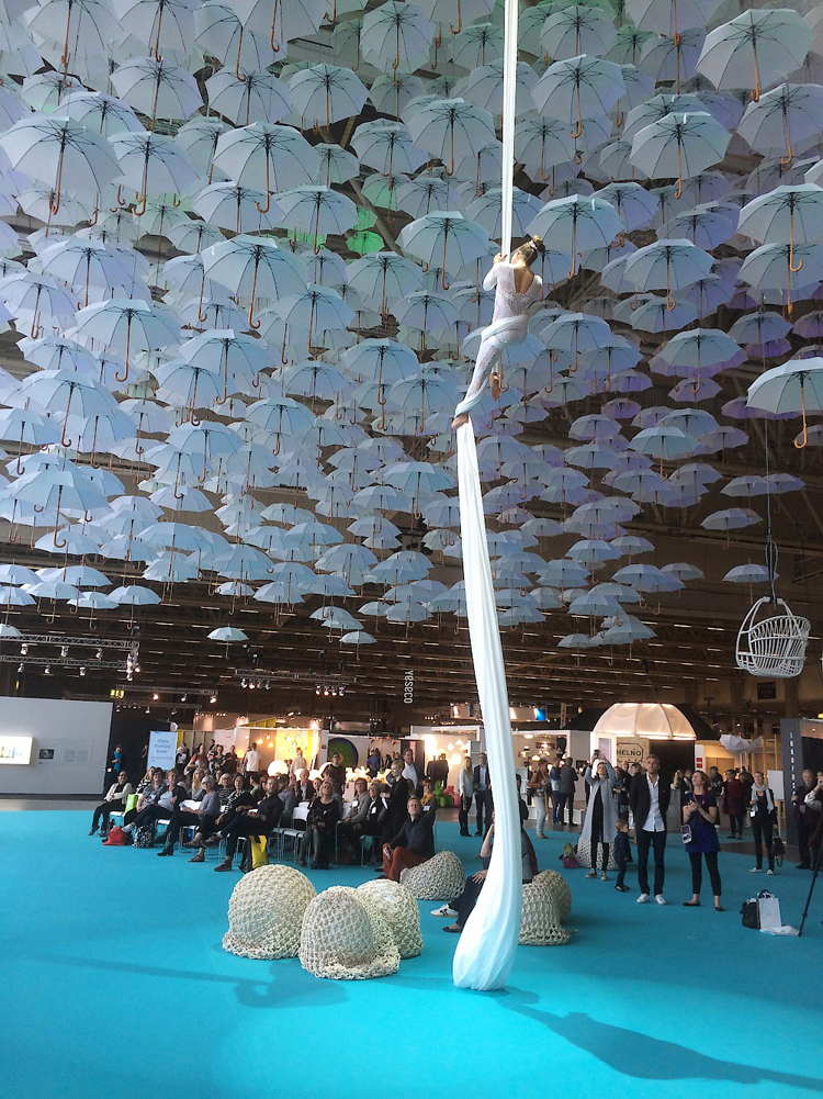 1100-floating-umbrellas-installation-by-kaisa-and-timo-berry-6